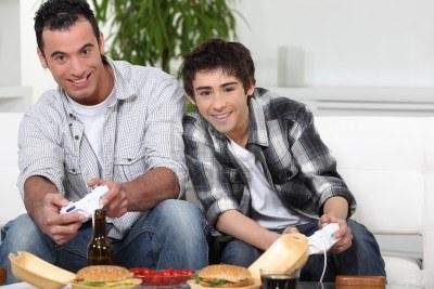 Cerca del 30% de los padres españoles juegan a videojuegos con sus hijos